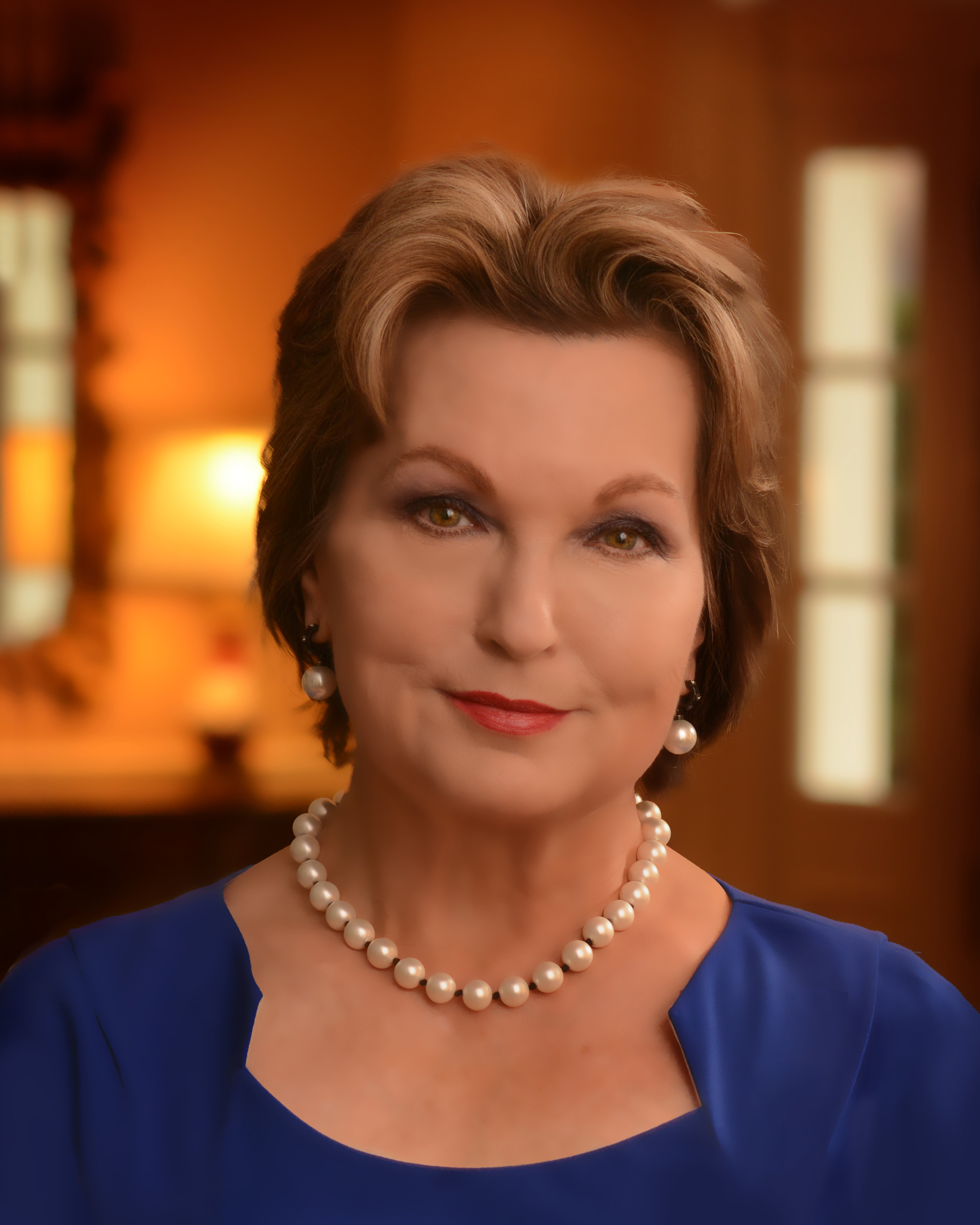 First Lady Susan Hutchinson